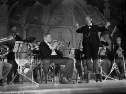 """Berlin: Kabarett der Komiker - Karl Valentin und Liesl Karlstadt """"Vorstadtorchester"""""""