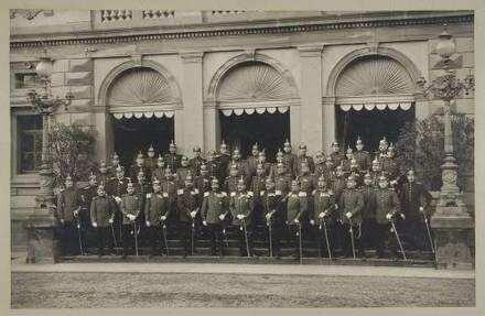 Julius Wilhelm von Meßmer, Major, zuletzt Oberst, mit dem Offizierskorps (ca. fünfzig Personen) des 1. Bataillon des Regiments