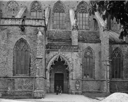 Katholische Pfarrkirche Sankt Petrus und Paulus — Marienportal