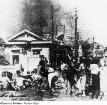 Hiroshima. Überlebende, wenige Stunden nach der Atombombenexplosion, ca. 2,2 km vom Hypozentrum entfernt