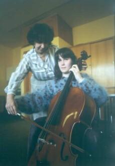 Marburg. Carl-Strehl-Schule. Musikunterricht. Blinde Schülerin mit Cello